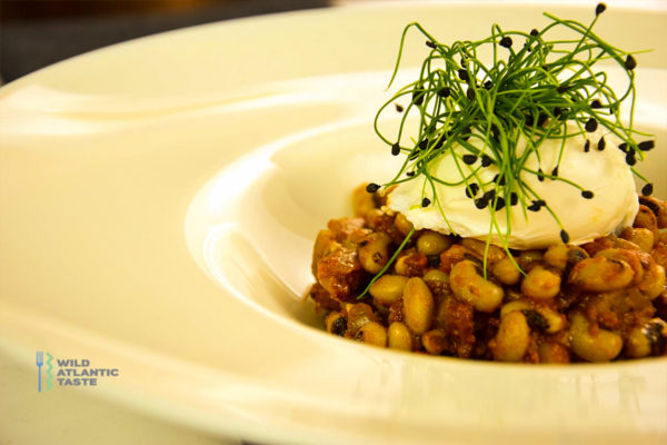Poached eggs on black-eyed peas and bacon