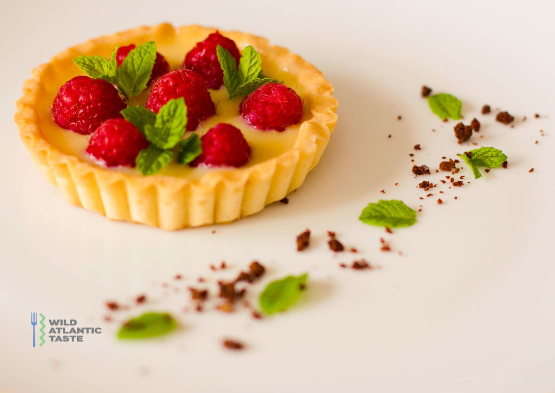 White chocolate and raspberry tarts