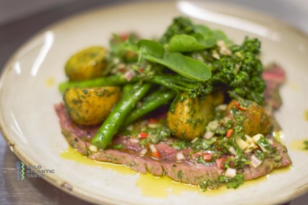 Grilled flank steak with basil veggies and chimichurri sauce is pure summer on a plate. It's super tasty and incredibly easy to make. Don't be shy and check for your self this fantastic recipe for grilled flank steak with basil veggies.