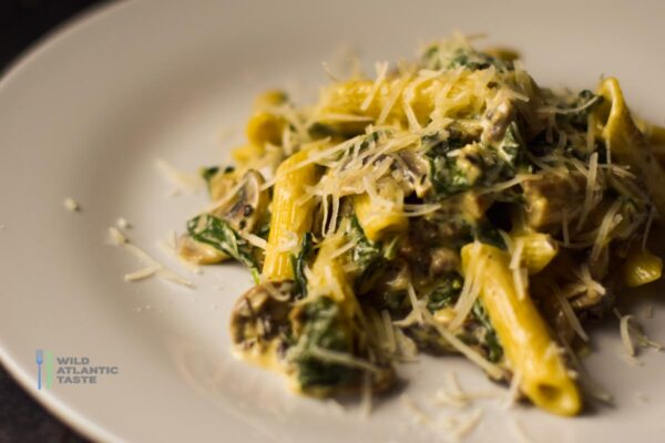 Penne Pasta with Mushrooms Sauce and Spinach